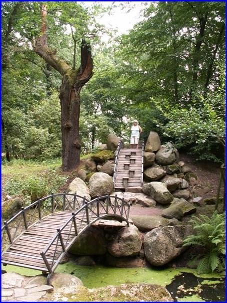 Oranienbaum, Bruecke im Chinesischen Garten im Schlosspark 2