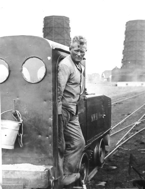 0050 feldbahnlokomotive vor kraftwerk nwk wiesmoor